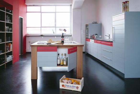 Kochtisch aus Birnenholz und MDF gestrichen