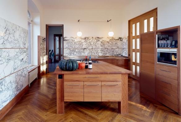 Kochtisch und Möbel aus Birnenholz