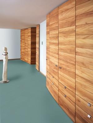 armoires de formes ondulées  en platane