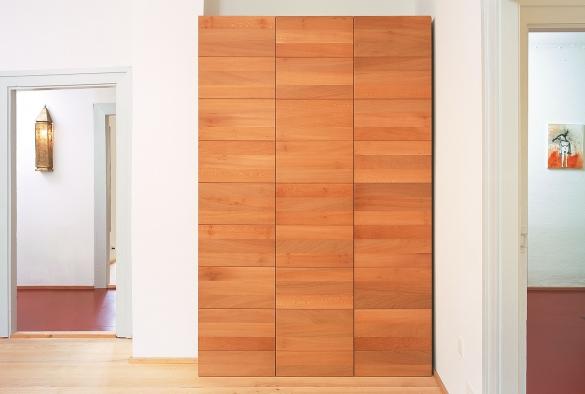 Kleiderschrank,  Türen aus Platane