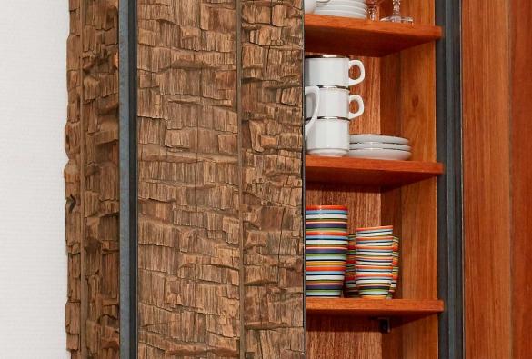 Petit vaisselier en 'bois de crocodile' et acier (détail)